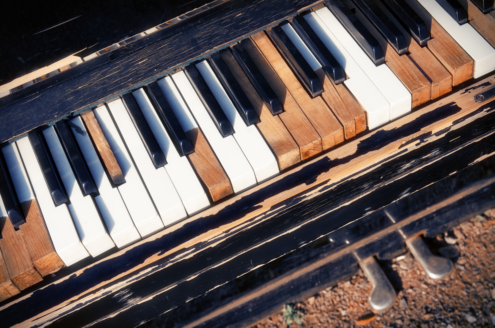 photodune-5032390-old-piano-m